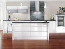 классические глянцевые белые кухни