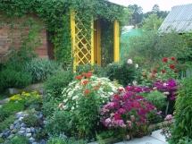 фотографии цветников перед домом