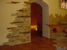 укладка декоративного камня на стены