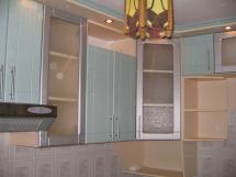 кухни со стеклянными фасадами