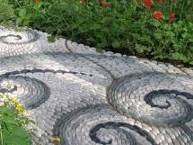 форма и оформление дорожки на садовом участке