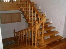 деревянная маршевая лестница на второй этаж