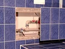 установка и размеры потайных пластиковых люков под ванну