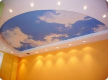 Многоуровневый натяжной потолок небо