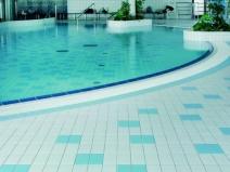 картина из мозаики в бассейне