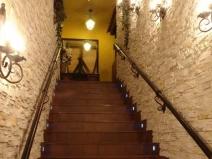 плитка под камень на стенах студии