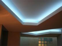 натяжной потолок со скрытой диодной подсветкой