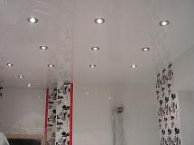 потолок в ванной комнате, выбор, дизайн и устройство