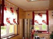 современный дизайн римских кухонных штор