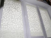 тканевые и деревянные жалюзи на окна ПВХ