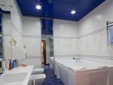 Натяжной потолок с подсветкой в ванной