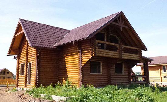 Загородный бревенчатый дом